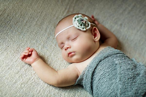 Neugeborenenfotos_alinelangeFOTOGRAFIE_Tiefenbach0003