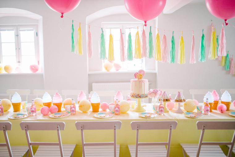 Eiscreme und Lollipops Geburtstagstisch