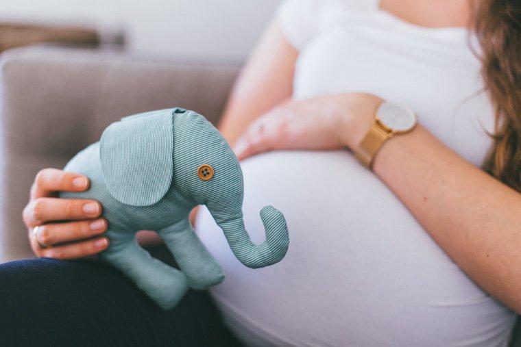 Babybauchfotos zu Hause 7