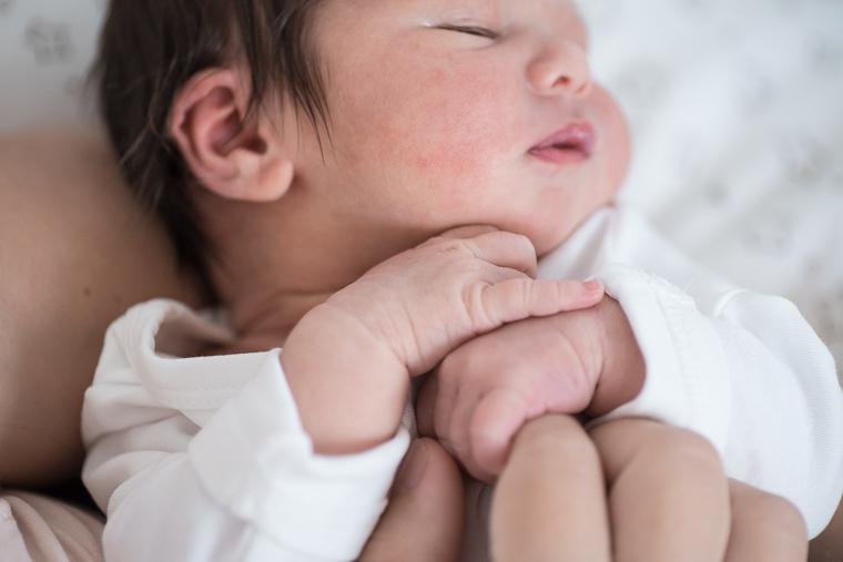 neugeborenenfotos-zu-hause-16