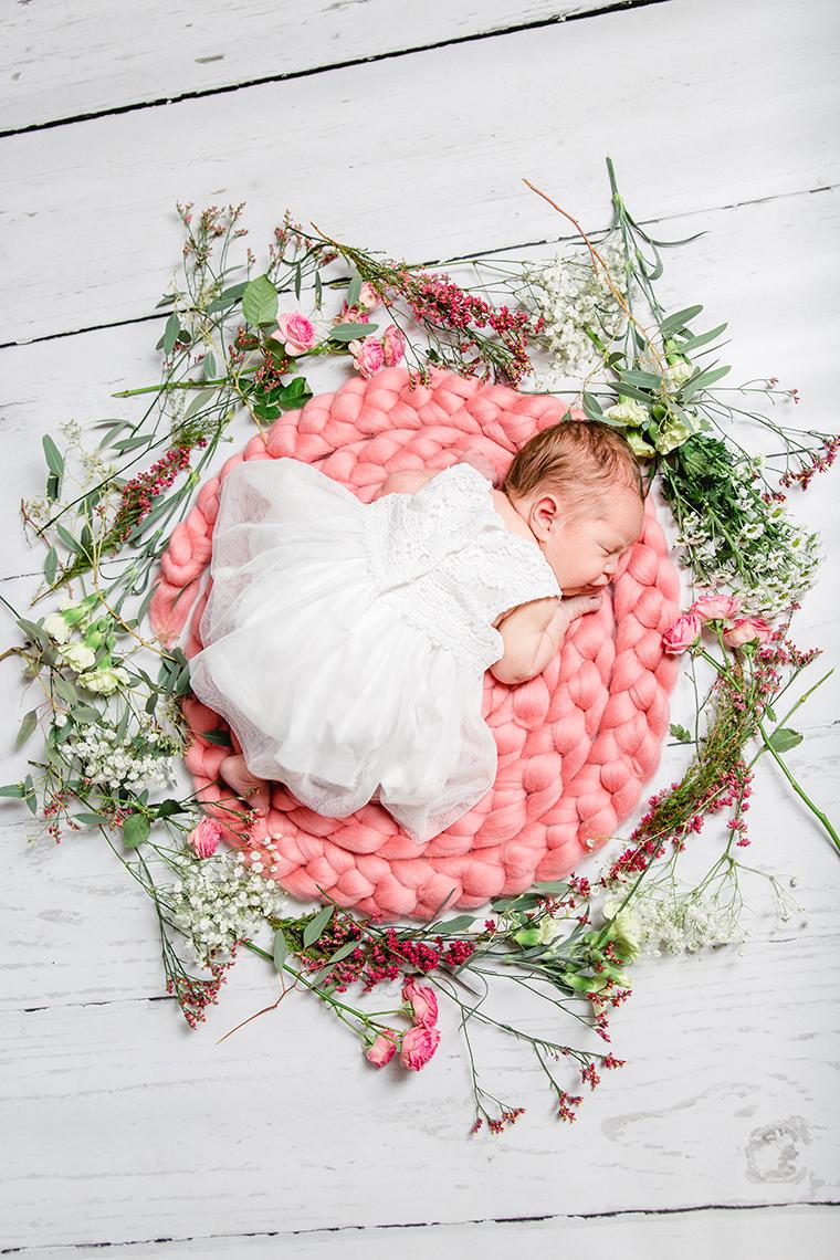 baby-mit-blumenkranz-5