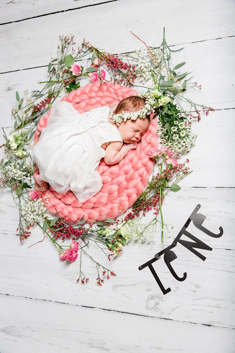 baby-mit-blumenkranz-8