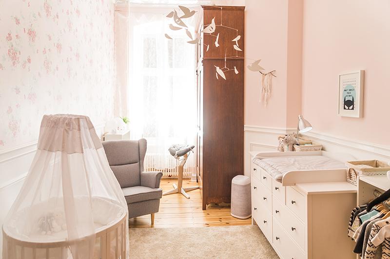 Babyzimmer in Grau und Weiß | mummyandmini.com