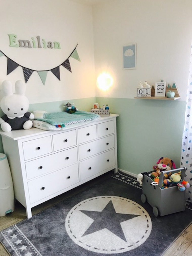 ein s es kinderzimmer f r kleine jungs. Black Bedroom Furniture Sets. Home Design Ideas