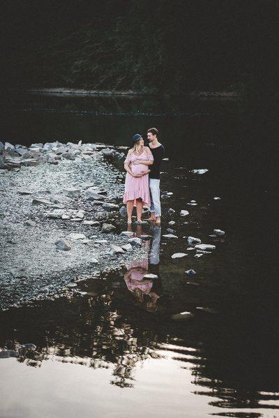Babybauchfotos im Wald