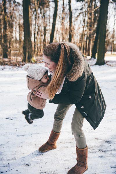 Mutter und Sohn Bilder im Winter