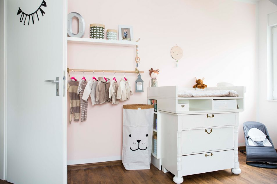 ideen f r ein babyzimmer f r m dchen. Black Bedroom Furniture Sets. Home Design Ideas