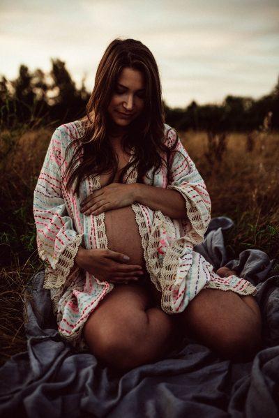 Liebe im Bauch: Boho-Babybauchshooting