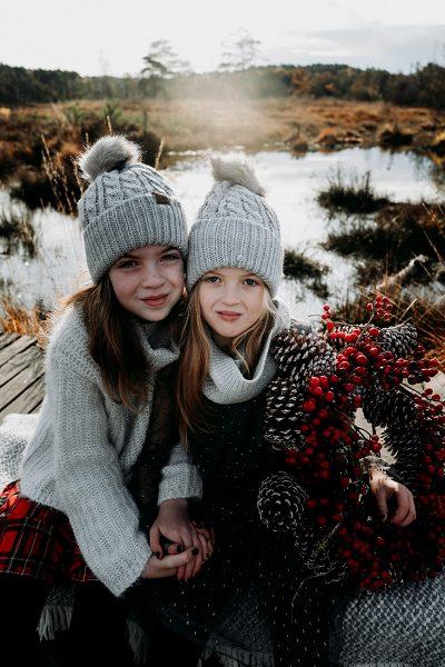 Weihnachten-Geschwister-Fotoshooting-Tannenbaum-18