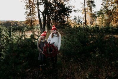 Weihnachten-Geschwister-Fotoshooting-Tannenbaum-Weihnachtsbilder-13