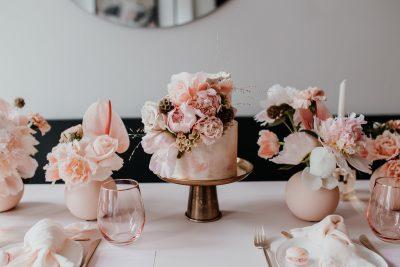Tischdeko für die Taufe: Monochrom Rosé